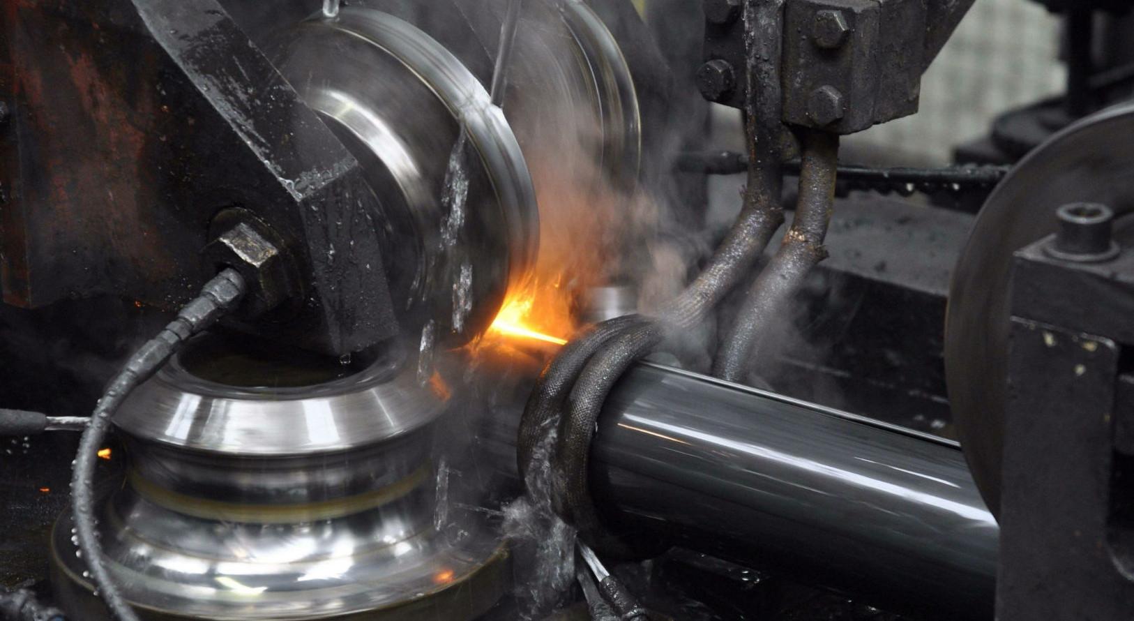 La produzione di tubi presso Acciaitubi